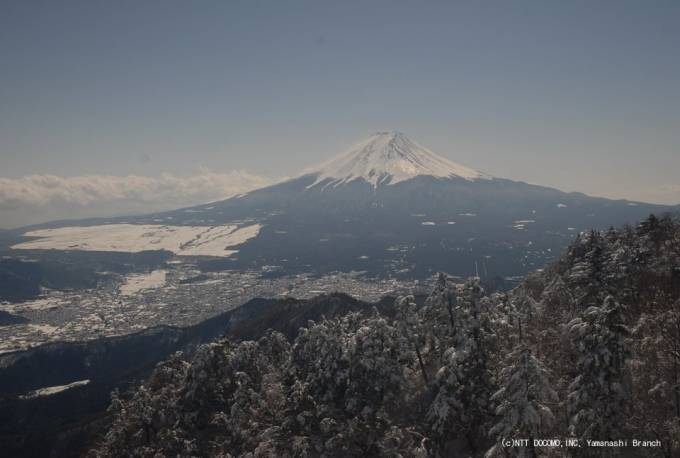 停止中:山梨県都留市 NTTドコモ山梨支店の富士山が見える三ツ峠ライブカメラと雨雲レーダー