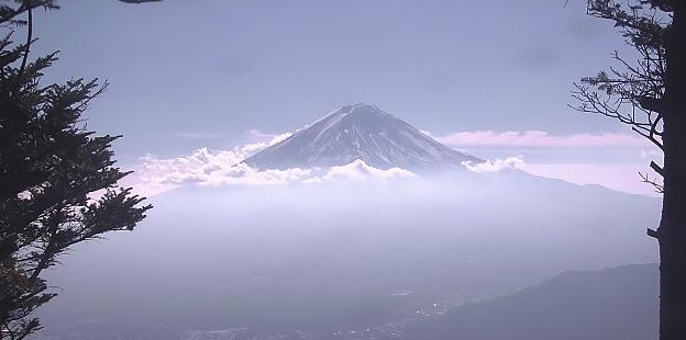 新道峠から見える富士山ライブカメラ