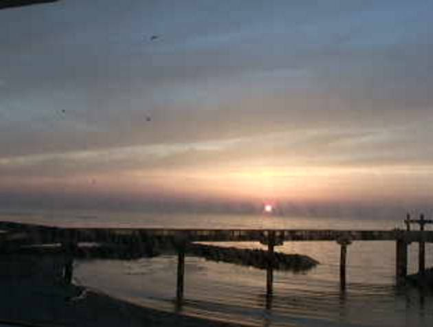 天領の里から望む日本海と「夕凪(ゆうなぎ)の橋」ライブカメラ