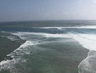 東平安名岬 平安名埼灯台からの映像が見れるライブカメラ