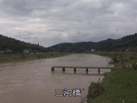 有路下橋(三河橋)などが見える由良川ライブカメラ