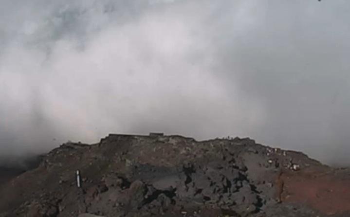 山梨県 富士山の8合目ライブカメラと雨雲レーダー