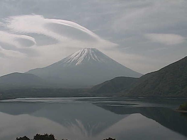 本栖湖から見える富士山ライブカメラ