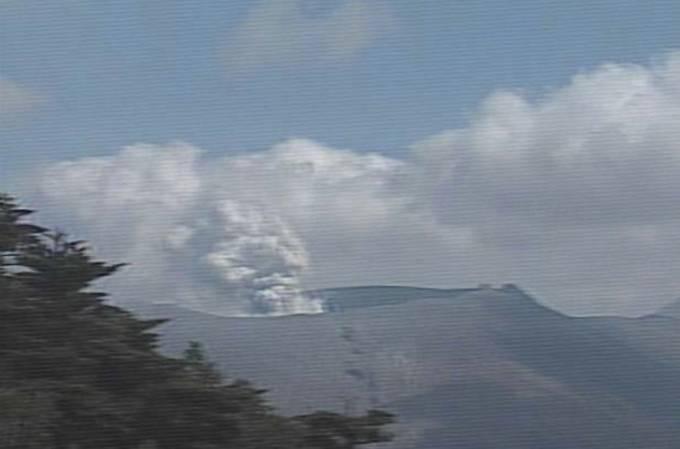大浪池から見た霧島山(新燃岳)ライブカメラと雨雲レーダー/鹿児島県霧島市