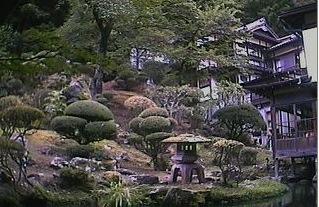 """会津東山温泉""""向瀧""""の中庭ライブカメラ"""