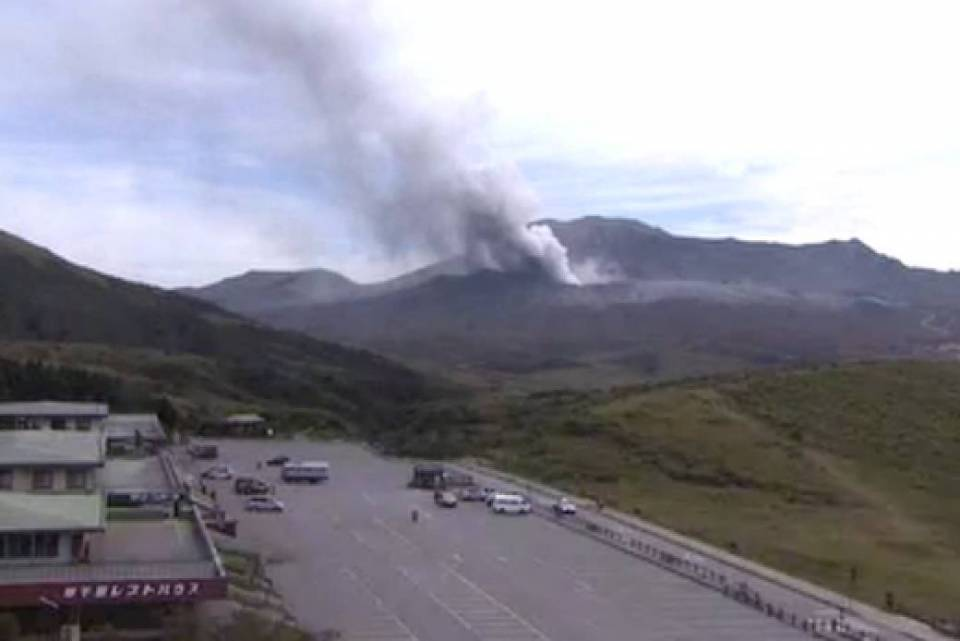 熊本県 阿蘇山ライブカメラ(NHK)と雨雲レーダー