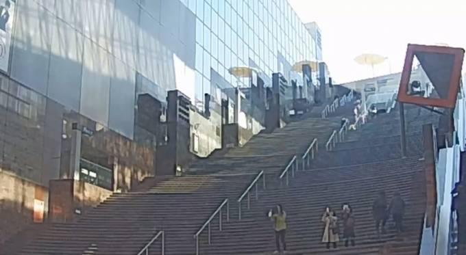京都府京都市 京都駅ビル大階段前ライブカメラと雨雲レーダー