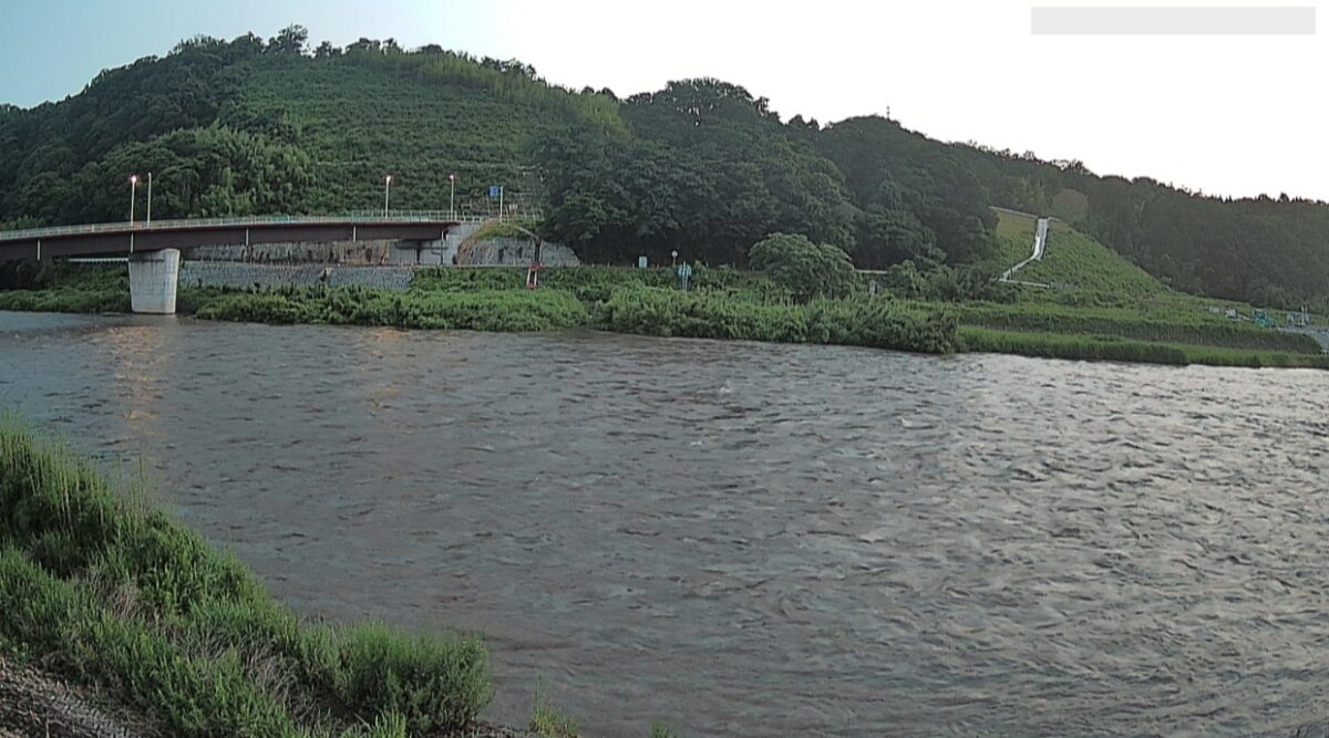 日野川・吉定排水樋門ライブカメラと雨雲レーダー/鳥取県伯耆町吉定