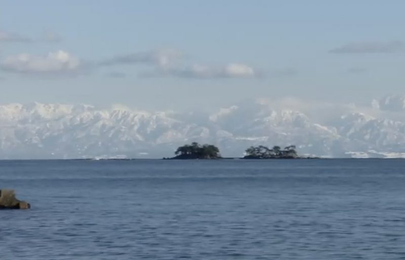 虻が島越しの立山連峰 ライブカメラと雨雲レーダー/富山県氷見市
