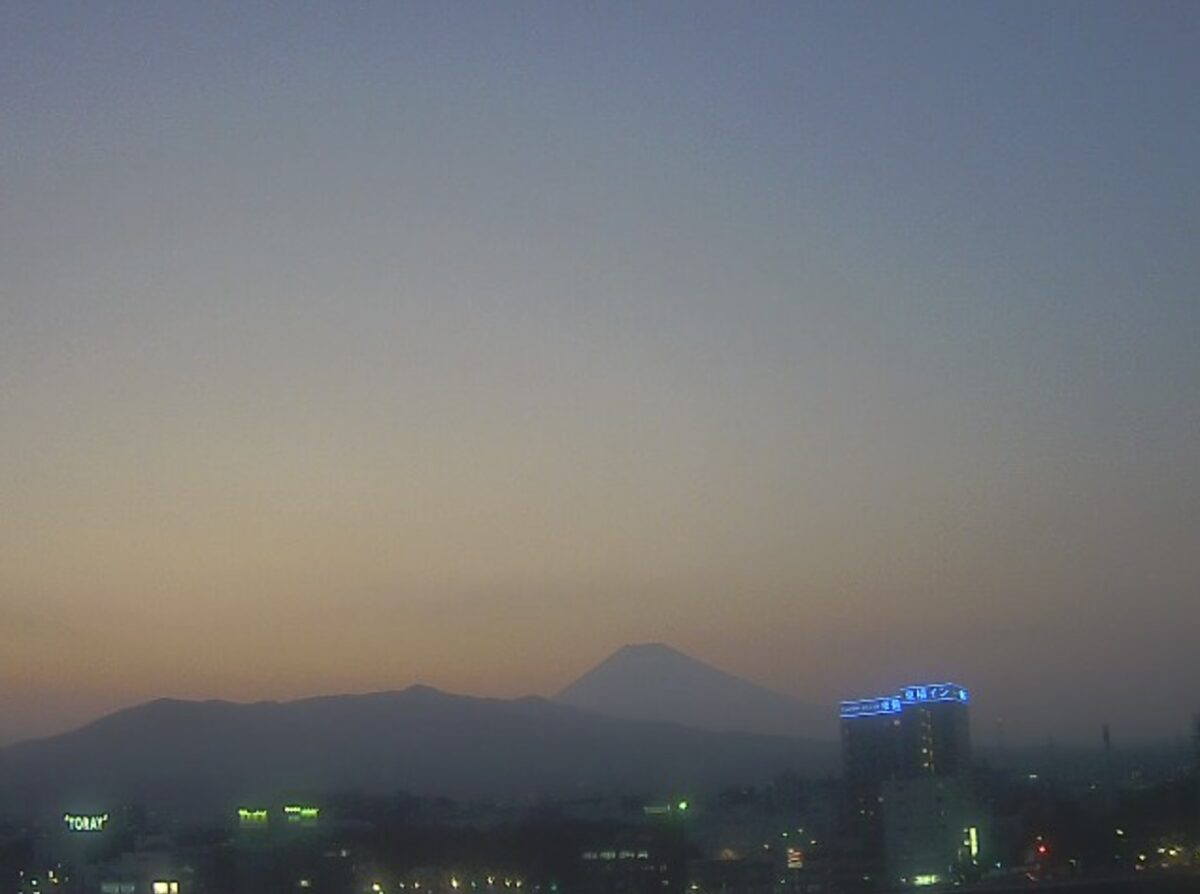 三島駅南口から見える富士山ライブカメラと雨雲レーダー/静岡県三島市