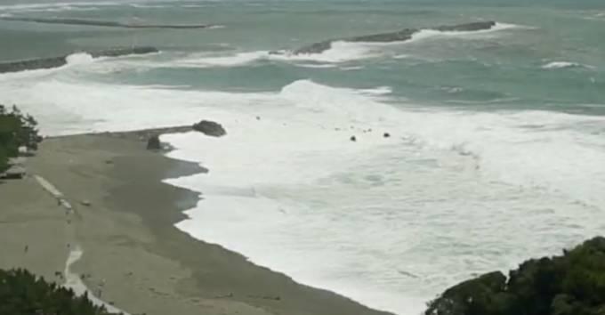 停止中:台風20号 高知市桂浜 特設ライブカメラ(ウェザーニュース)と雨雲レーダー/高知県高知市