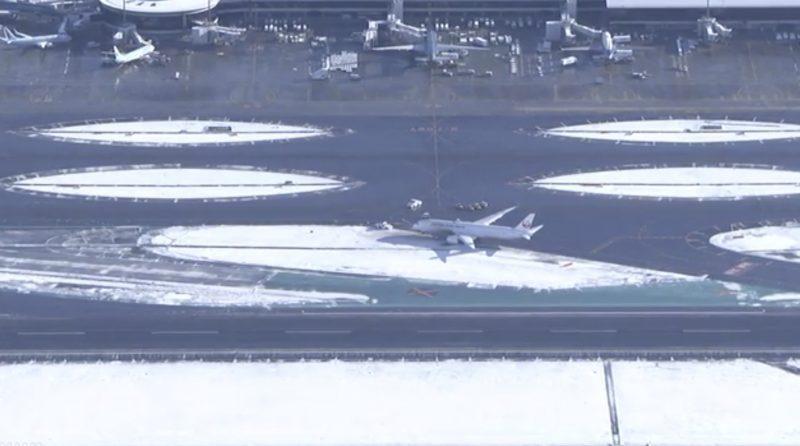 成田空港 航空機が滑走路外れる ライブカメラ